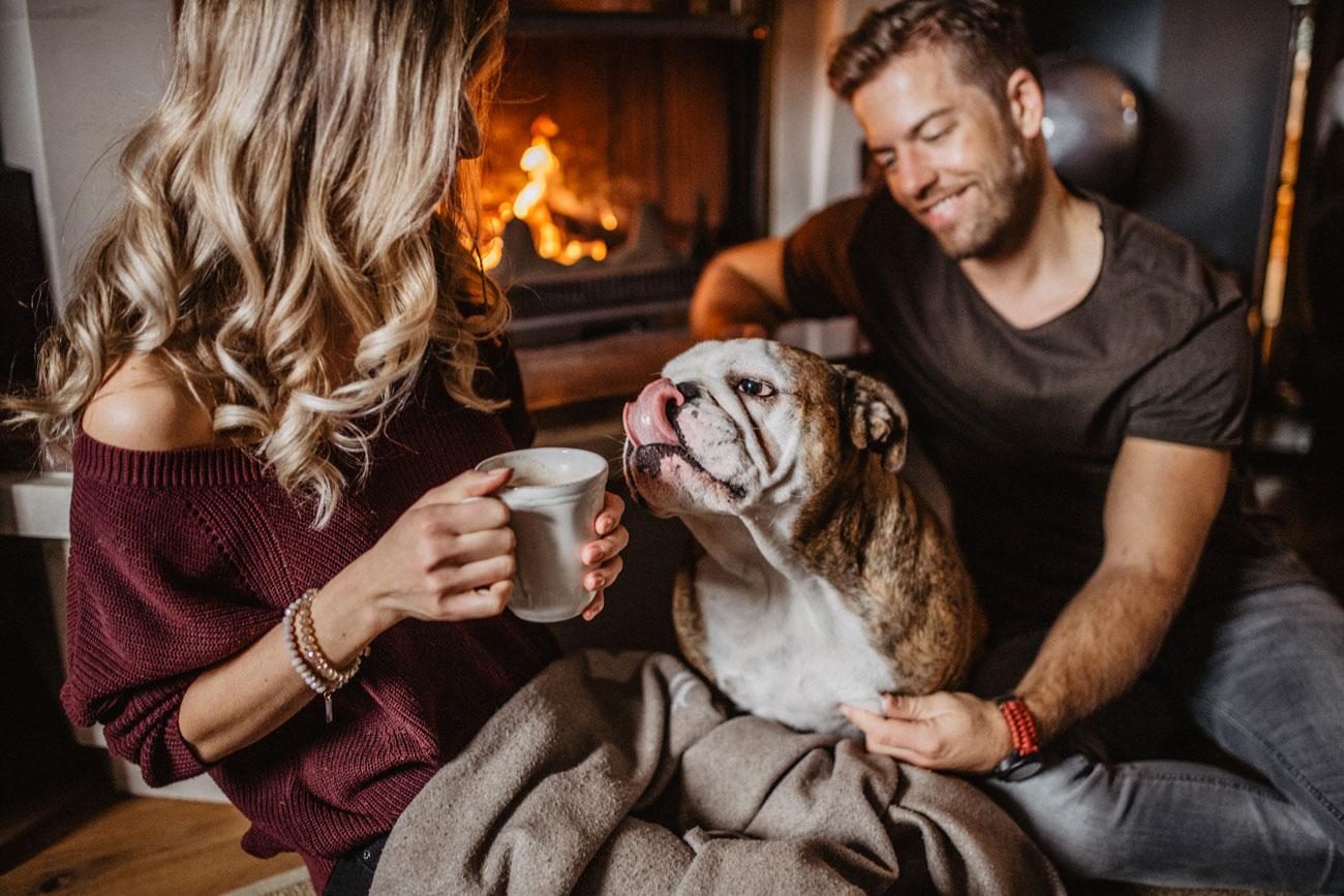Homesession Homeshooting Coupleshooting Pärchenfotografie Hochzeitfotografie Hundefotografie